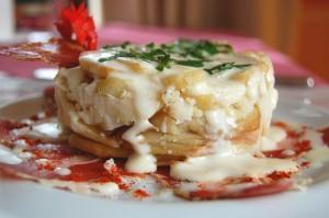 Milhojas de Torta de La Serena, Ibéricos y patata con un toque de pimentón de La Vera.
