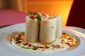 Pasta Rigatoni rellena de Torta  de La Serena  sobre lecho de  pisto extremeño.