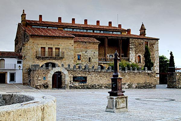Fachada Hotel 4* Hospedería Puente de Alconétar (Cáceres)