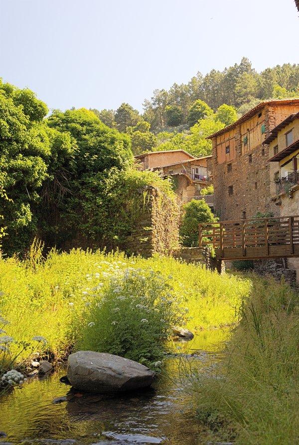 El Árrago bordea el precioso pueblo de Robledillo de Gata